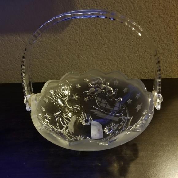 🦌🎅 Mikasa Handled Basket